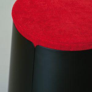 Tavolino-con-ruote-e-pouf-ciniglia-rosso